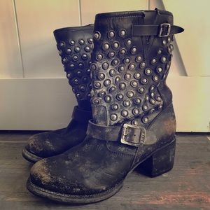 FRYE *distressed* studded Moto Boots